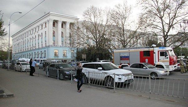 В Симферополе из-за подозрительного пакета оцепили задние Совмина (ФОТО) (фото) - фото 3
