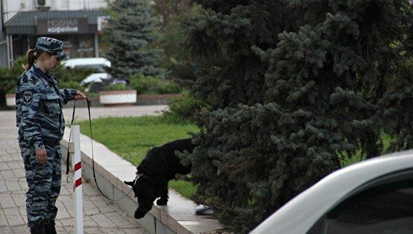В Симферополе из-за подозрительного пакета оцепили задние Совмина (ФОТО) (фото) - фото 5