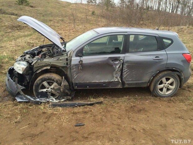 Под Лепелем БТР протаранил Nissan Qashqai. Военные отказались возмещать ущерб (фото) - фото 1