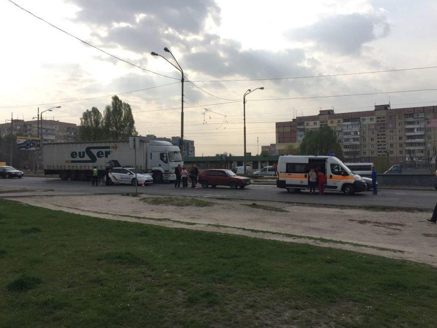 ДТП на Донецком шоссе: легковой автомобиль сбил ребенка (ФОТО) (фото) - фото 3