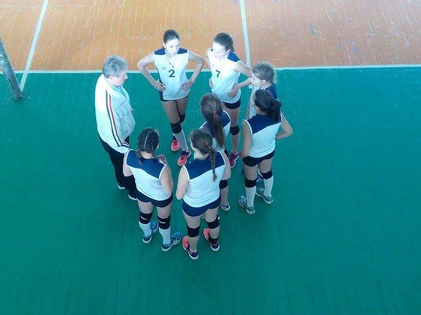 Волейболистки из Красноармейска (Покровска) и района выбороли победу на Чемпионате области (фото) - фото 3
