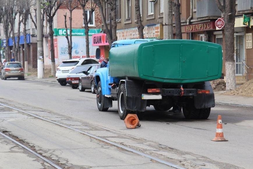 В Днепродзержинске в ДТП на проспекте Тараса Шевченко столкнулись водовоз и BMW (фото) - фото 2
