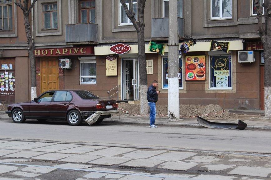 В Днепродзержинске в ДТП на проспекте Тараса Шевченко столкнулись водовоз и BMW (фото) - фото 3
