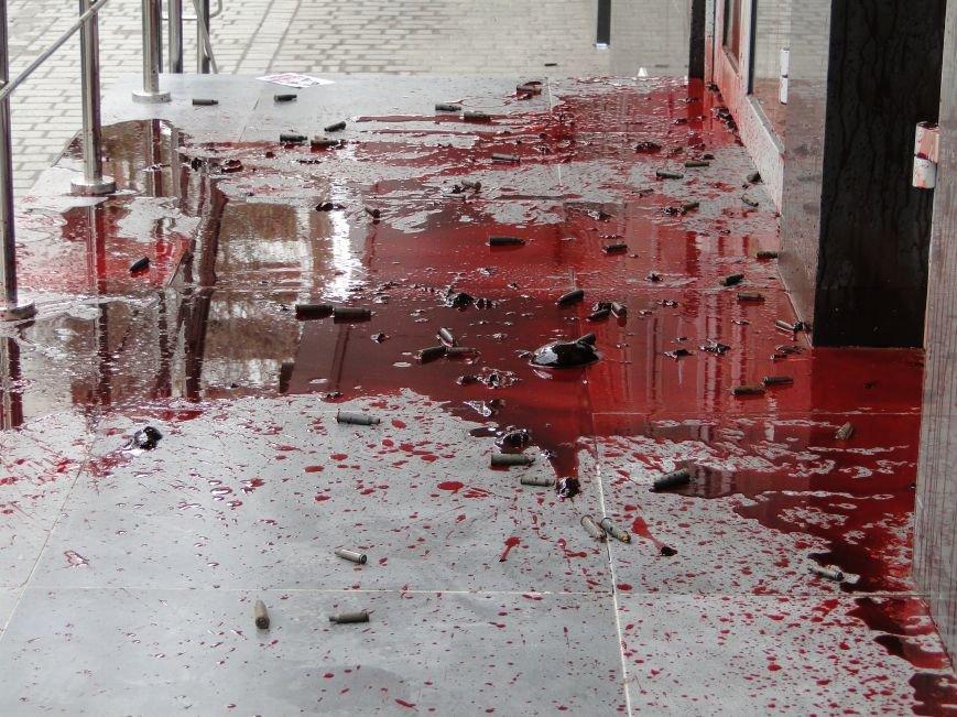 У Хмельницькому  в стіни російського банку летіли гільзи та кров… (Фото, Відео) (фото) - фото 1