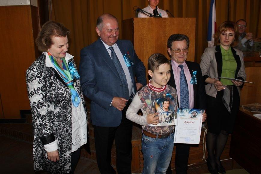 Ялтинские школьники - призеры регионального этапа «Звездной эстафеты» - получили награды из рук летчика-космонавта СССР Владимира Титова, фото-1