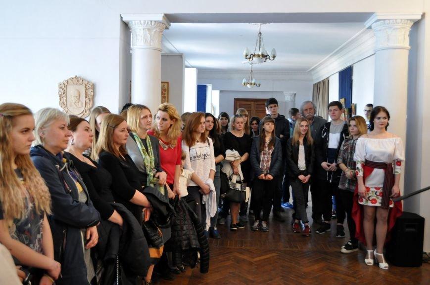 Акцентом на виставці робіт молодих художників у Черкаському художньому музеї стали ікони (ФОТО), фото-3