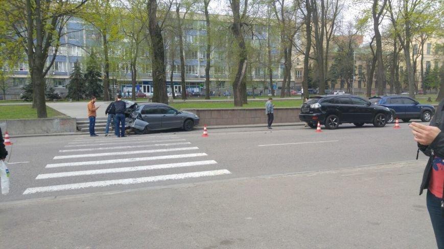 ДТП на пр. Яворницкого: столкнулись Mitsubishi Lancer и Lexus (ФОТО) (фото) - фото 1