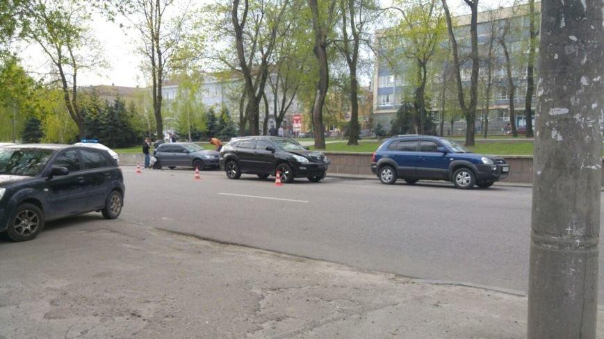 ДТП на проспекте Яворницкого: столкнулись Mitsubishi Lancer и Lexus (ФОТО), фото-2