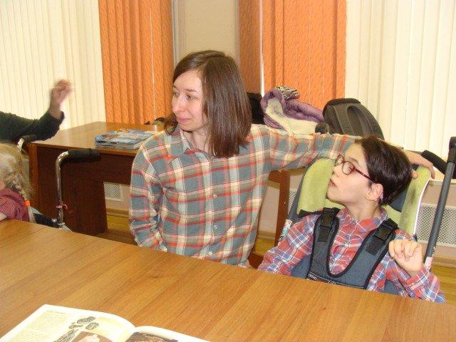 В детской библиотеке города Пушкина состоялся мастер-класс для детей с особенностями в развитии (фото) - фото 1