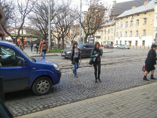 Львів'яни вимагають встановити світлофор на пішохідному переході на пл.Соборній (ФОТО) (фото) - фото 2