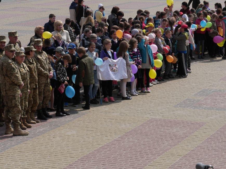 Акція на Театральному Майдані ПРАЦЮЮ (фото) - фото 4