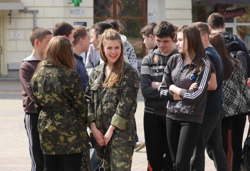 Акція на Театральному Майдані ПРАЦЮЮ (фото) - фото 3