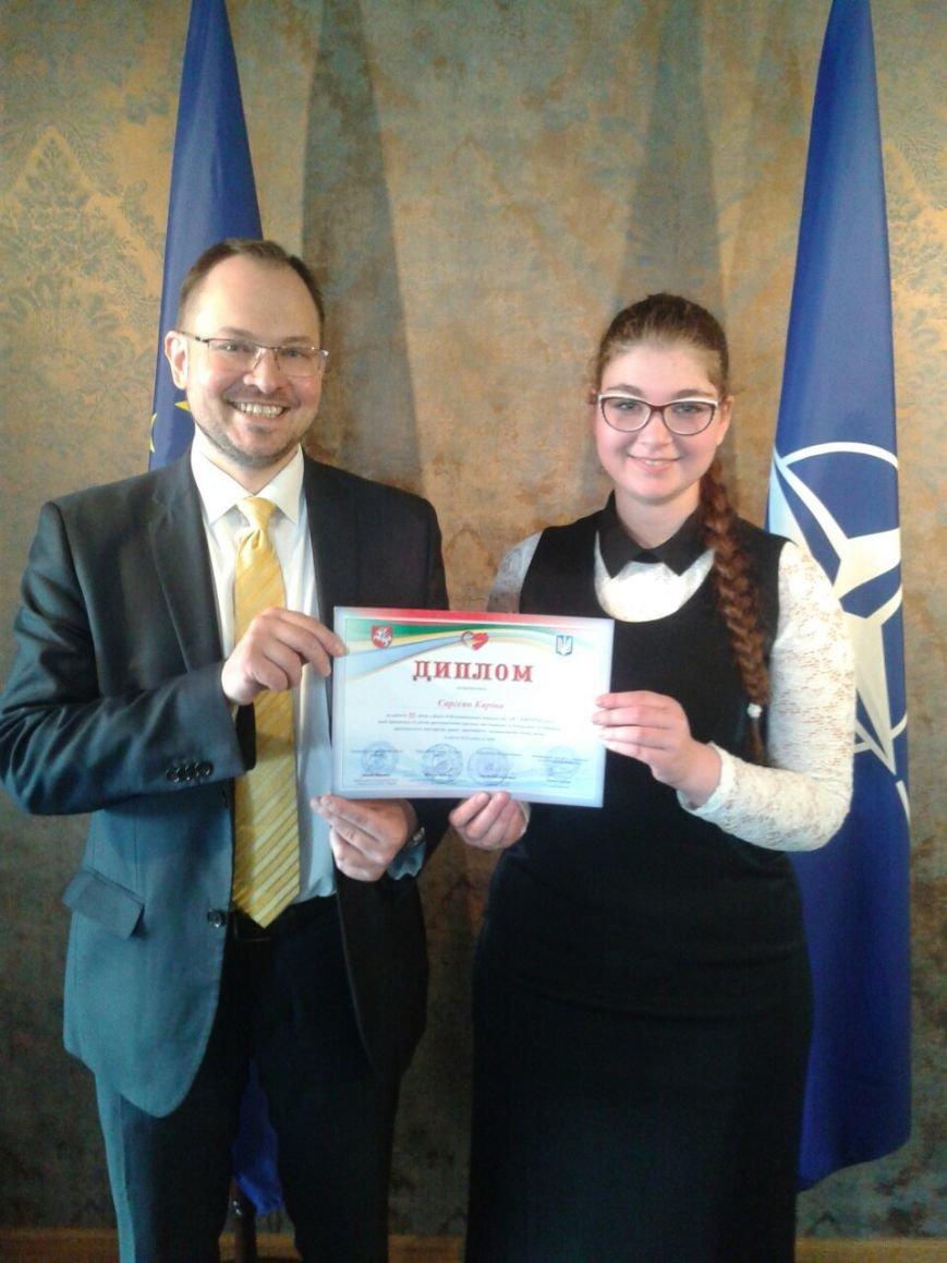 Херсонская школьница принимала поздравления с победой в III Всеукраинском конкурсе эссе «Я - европеец» (фото) (фото) - фото 1