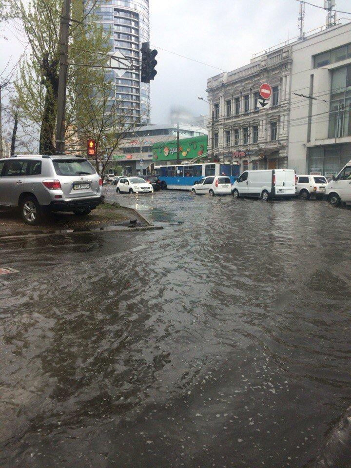 В Днепропетровске прошел град и подтопило улицы (ФОТО) (фото) - фото 7