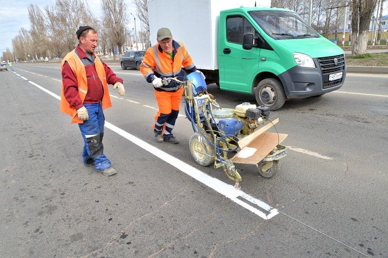 Работы по облагораживанию территорий в Балаково идут полным ходом, фото-1