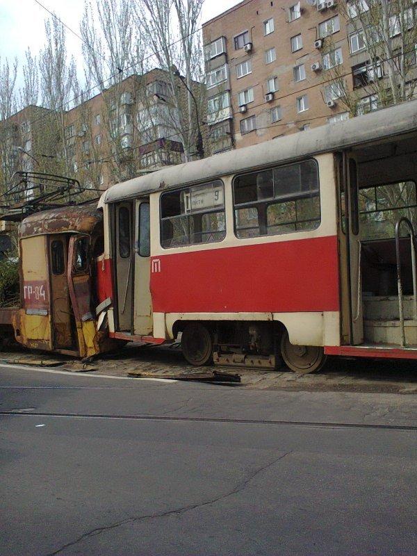 В Донецке столкнулись два трамвая, есть пострадавшие (фото) (фото) - фото 1