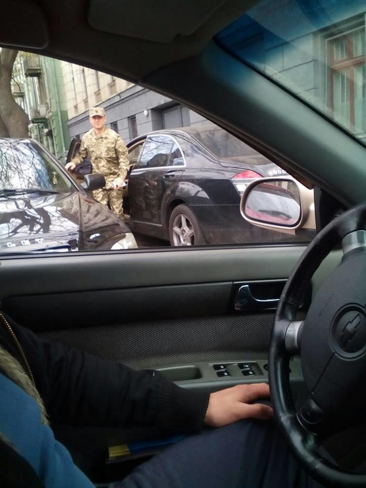 1f2da6f9d4eeb467254f0462c8d7f879 В Одессе за рулем крутой иномарки засветился почетный работник военкомата - миллионер Кисловский
