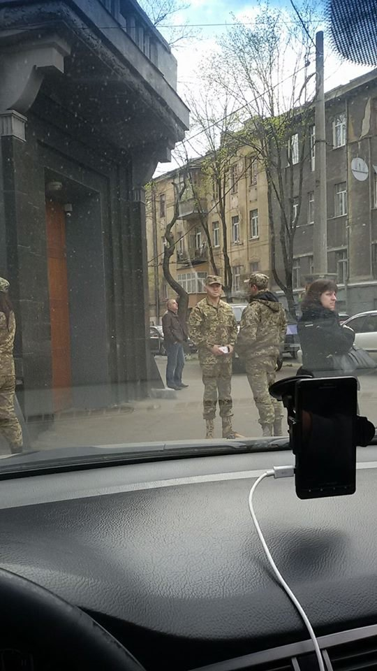 ea0a30502db1cbc0ce55811823eb2a75 В Одессе за рулем крутой иномарки засветился почетный работник военкомата - миллионер Кисловский
