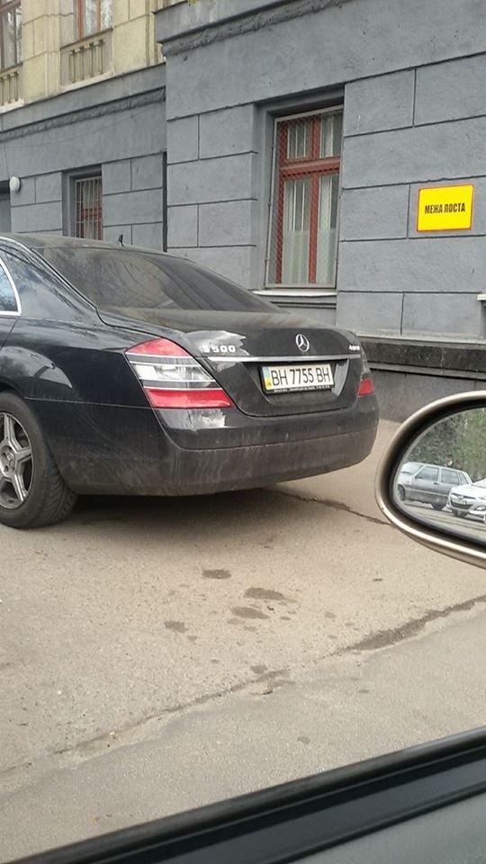 В Одессе за рулем крутой иномарки засветился почетный работник военкомата - миллионер Кисловский (ФОТО) (фото) - фото 1