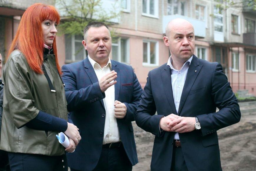 Міський голова Сергій Надал оглянув стан капітального ремонту двору на Слівенській, фото-2