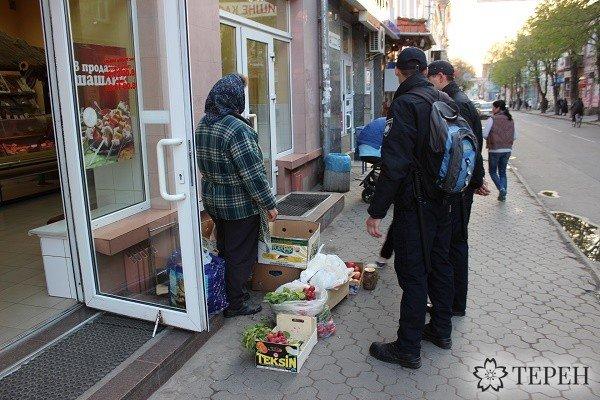 Тернопільські правоохоронці здійснили «рейд» та розігнали торгашів на вул. Чорновола (фото) (фото) - фото 1