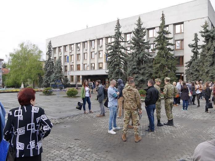 Через замінування ужгородської міської ради, евакуйовано працівників (фото) - фото 2