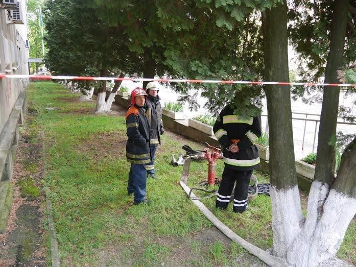 Через замінування ужгородської міської ради, евакуйовано працівників (фото) - фото 1