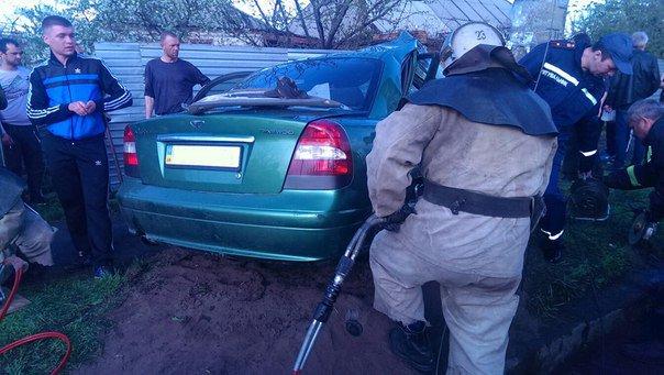 В Первомайске автомобиль Daewoo Nubira влетел в столб (фото) (фото) - фото 1