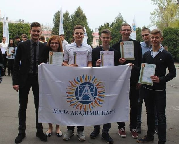 Троє хмельницьких школярів перемогли у фіналі конкурсу Малої академії наук України (Фото), фото-1