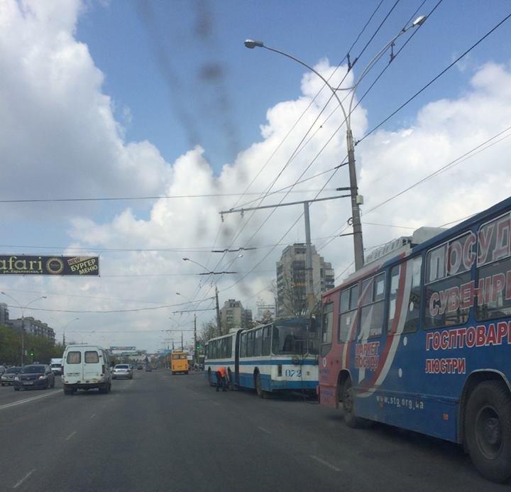 В Сумах на улице Харьковской остановились троллейбусы (ФОТО), фото-4