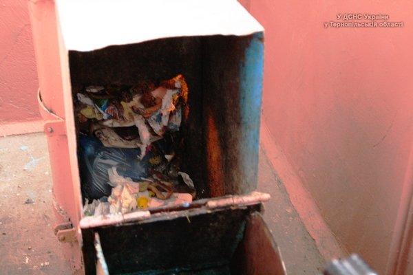 Через пожежу в сміттєпроводі ледь не згорів багатоквартирний будинок у Тернополі (фото, відео) (фото) - фото 1