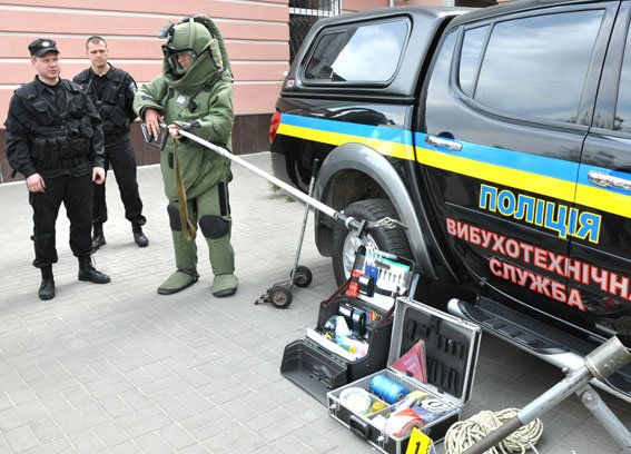 А вы знаете, как оснащен автомобиль, костюм взрывотехников и сумка криминалиста на Полтавщине? (фото) - фото 3