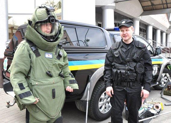А вы знаете, как оснащен автомобиль, костюм взрывотехников и сумка криминалиста на Полтавщине? (фото) - фото 1