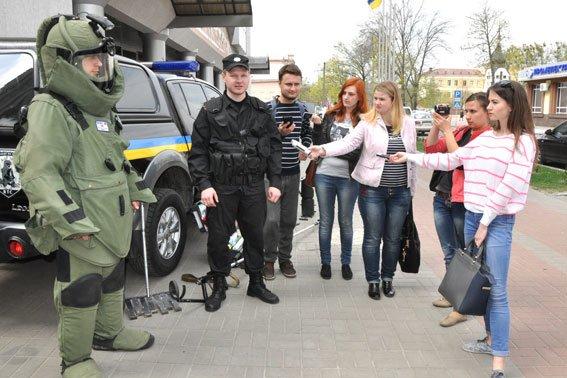 А вы знаете, как оснащен автомобиль, костюм взрывотехников и сумка криминалиста на Полтавщине? (фото) - фото 4