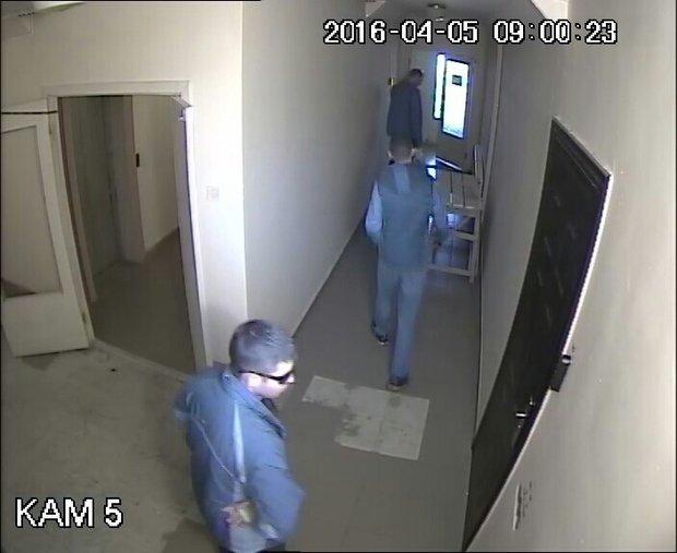 У Черкасах невідомі молодики намагалися проникнути в чужу квартиру (ФОТО) (фото) - фото 1