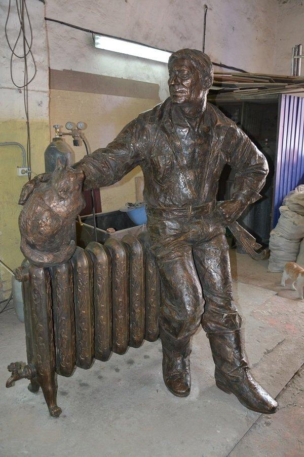 На Соборном в Ростове установят скульптуру сантехника с котиком (фото) - фото 1