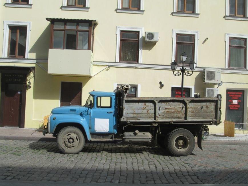 441504a67acccee589b4bba992ab2b75 На одесской Греческой площади рабочие решили разделаться с фасадом