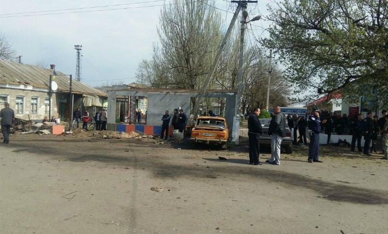 Фотографии с места взрыва автомобиля в Новоалексевке (фото) - фото 2