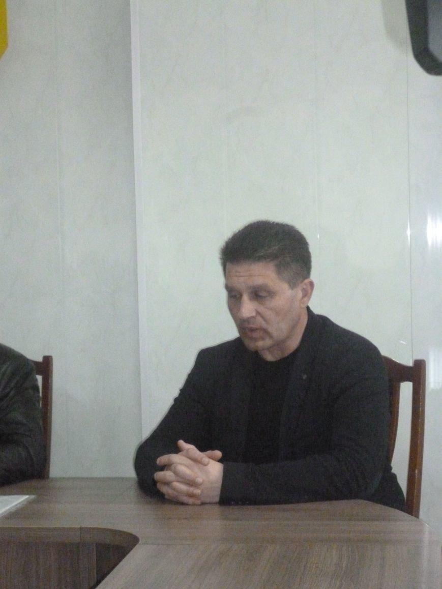 В Красноармейске в который раз пытались определить судьбу памятника Кобзарю (фото) - фото 3