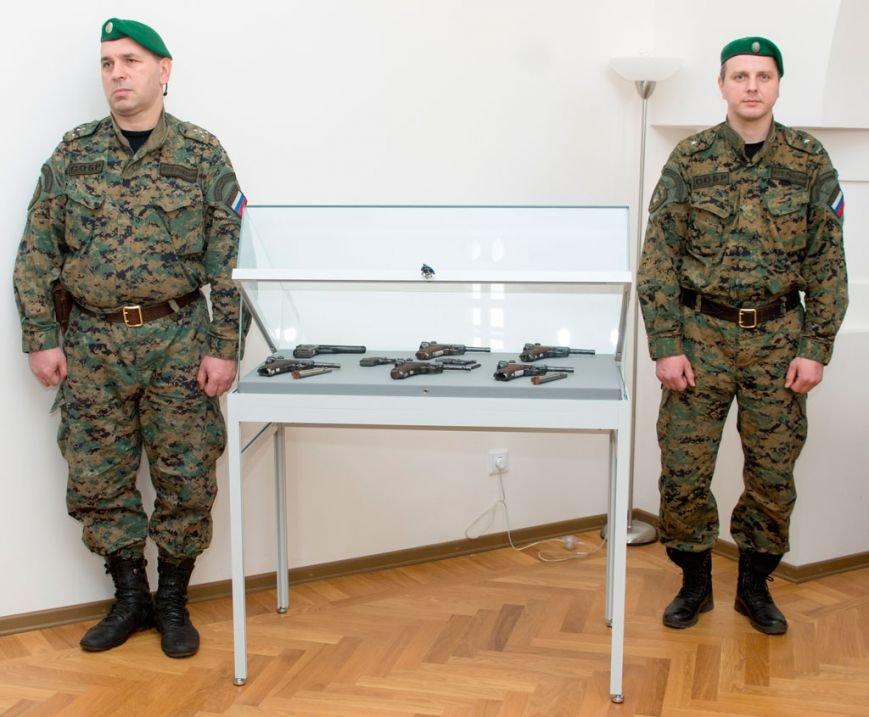 Коллекцию Ратной палаты в Царском Селе пополнит конфискованное на таможне оружие (фото) - фото 1