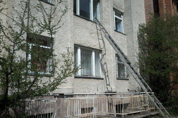Під час пожежі в лікарні на Тернопільщині було евакуйовано більше 100 чоловік (фото) (фото) - фото 1