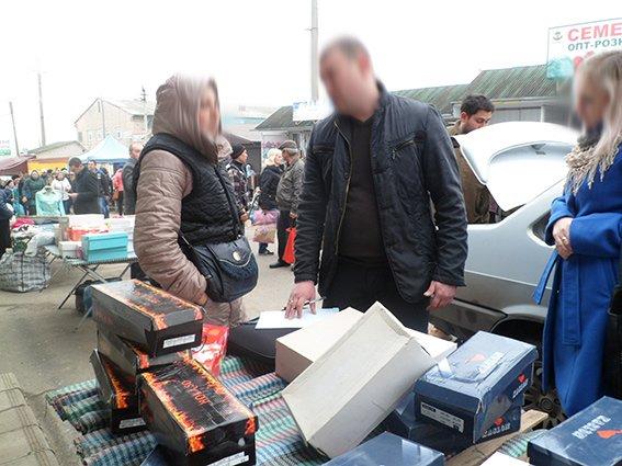 90914dbe54bf759df2817f42abfd58d7 Под Одессой полицейские навели «шорох» на продуктовом рынке