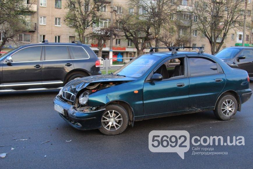 В Днепродзержинске произошло ДТП на площади Освободителей (фото) - фото 4