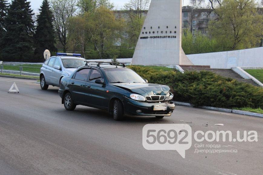 В Днепродзержинске произошло ДТП на площади Освободителей (фото) - фото 3