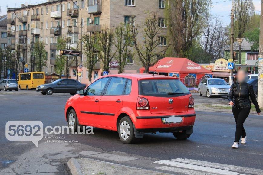 В Днепродзержинске произошло ДТП на площади Освободителей (фото) - фото 2