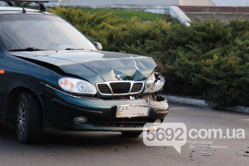 В Днепродзержинске произошло ДТП на площади Освободителей (фото) - фото 5