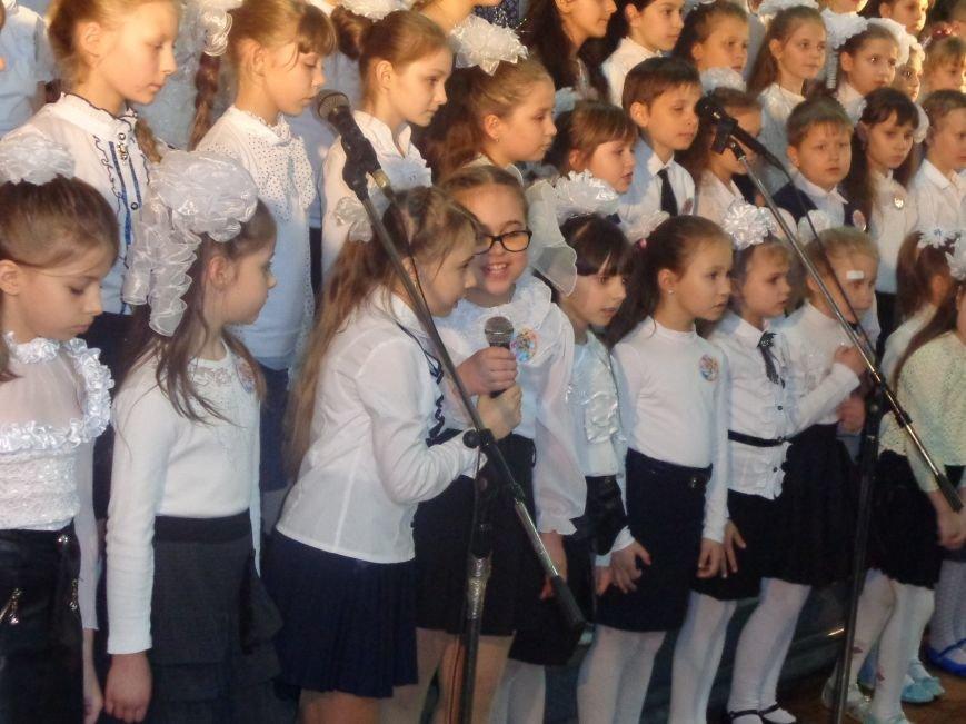 «Здесь улыбка в каждой ноте» - в Красноармейске прошел отчетный концерт юных дарований музыкальной школы имени Н. Д. Леонтовича (фото) - фото 17