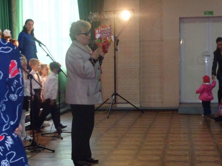 «Здесь улыбка в каждой ноте» - в Красноармейске прошел отчетный концерт юных дарований музыкальной школы имени Н. Д. Леонтовича (фото) - фото 1