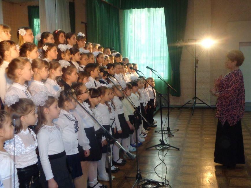 «Здесь улыбка в каждой ноте» - в Красноармейске прошел отчетный концерт юных дарований музыкальной школы имени Н. Д. Леонтовича (фото) - фото 8