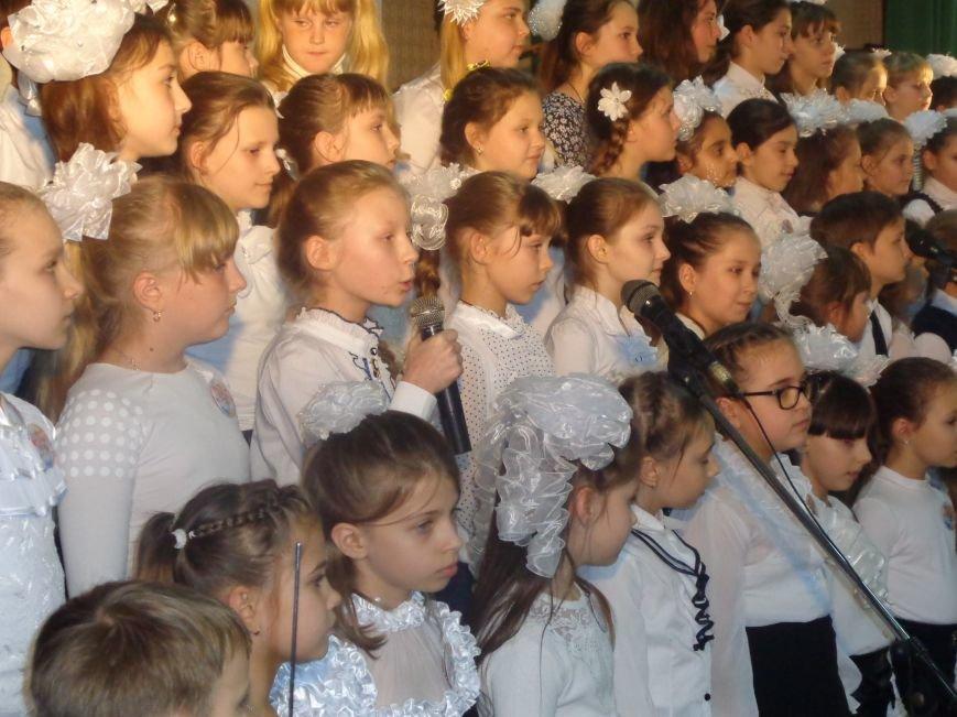 «Здесь улыбка в каждой ноте» - в Красноармейске прошел отчетный концерт юных дарований музыкальной школы имени Н. Д. Леонтовича (фото) - фото 19